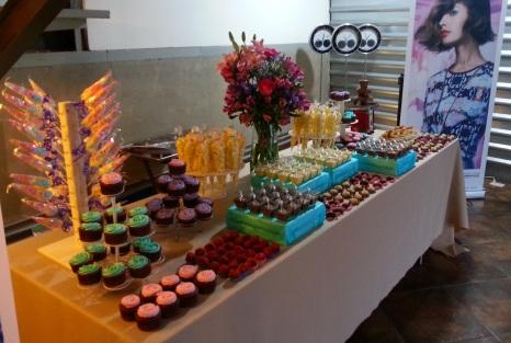 Mesa de dulces Loreal